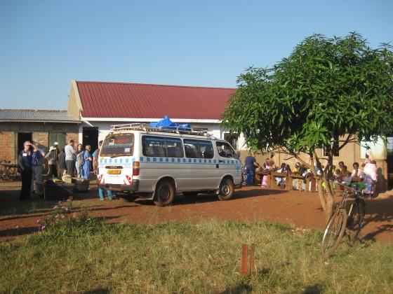 Unloading the vans in Katwetwe.